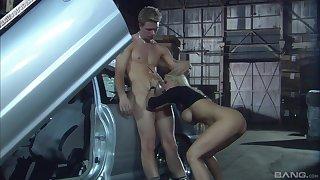 Hardcore blowjob in a car from a blonde MILF Carmen Luvana