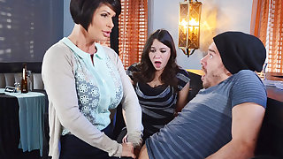 Horny mom apologize a gift to her wet pussy