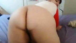 BBW webcam girl shaking her fat pain in the neck