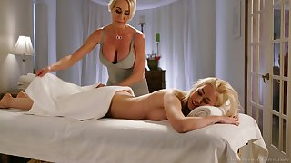 Fabulous curvaceous Brandi Love is usurp with reference to eat wet pussy in burnish apply massage parlor