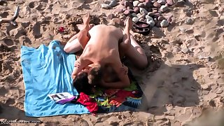 British amateur MILF sucks bushwa on Greek beach