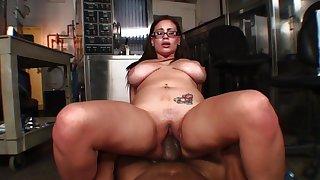 Heavy girl gets split open by a big black dick