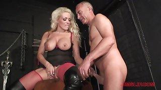 Blonde milf loves the older man's dick anent will not hear of ass