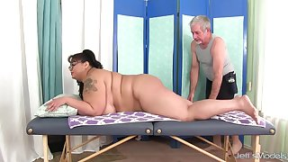 Asian Plumper Miss LingLing Presents Her Hairy Pussy for a Special Rubdown