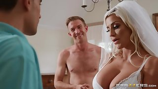 Sienna Day & Danny D enjoys threesome sexual connection right after wedding
