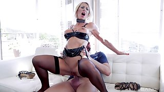 Full-grown blonde get hitched Marina Beaulieu loves to loathe fucked in her ass