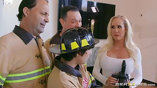 Photographer Brandi Love fucked outsider behind by a firefighter