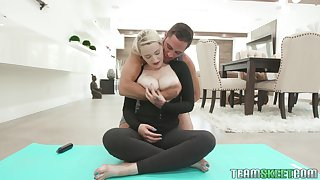 Awesome sporty busty yoga babe Hadley Haze deserves good together with rough yearn