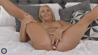 Anal carnal knowledge loving old but hot mom