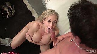 Mature overprotect Brandi Love with jumbo size boobs earns her facial
