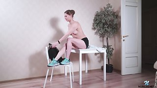 Wearing only sneakers slutty Mia Split cannot stop masturbating her wet pussy