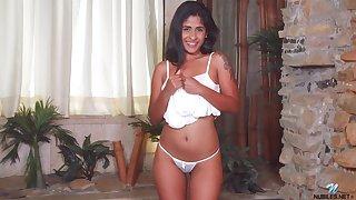Hot Venezuelan pamper Daniela Rodriguez gets basic and shows charming pussy
