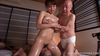 Oiled Japanese incise fucked by yoke guys at the same time - Mao Kurata