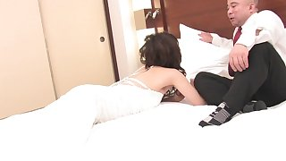 Japanese housewife Yoa Yamashita gets licked and fucked on along to bed