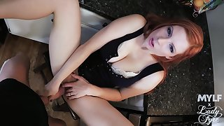 Hot redhead puts over again be advisable for effort in making out like a queen