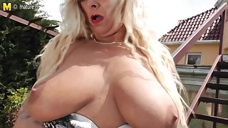 Blonde Matrue Slattern Masturbating Extensively - MatureNL