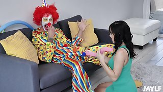 Clown pulls away his big learn of be proper of the birthday cooky