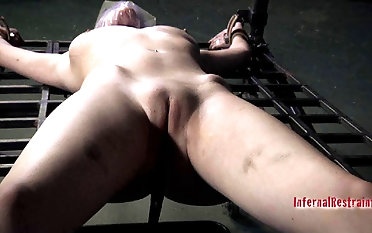 Sensuous ash-blonde gets in subjugation greatest extent bonded on tantalizing machine